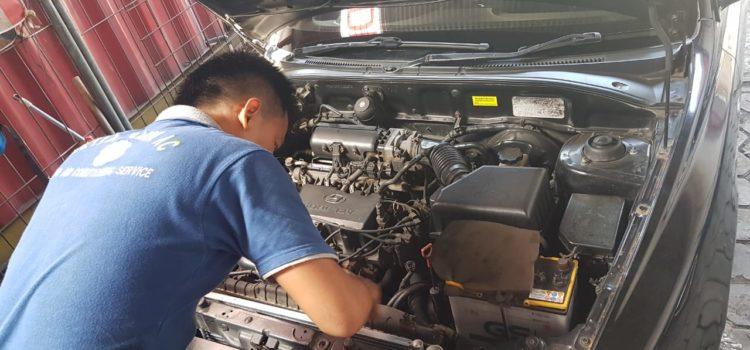 Penggantian kondensor AC mobil Hyundai Verna